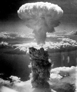 Nuage atomique Hiroshima 6 août 1945