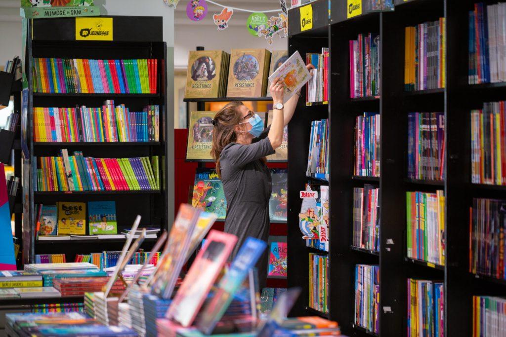 Rangement librairie Arthaud