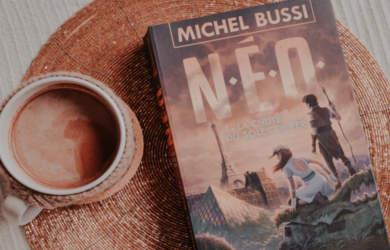 N.E.O, la chute du soleil de fer : dernier livre jeunesse de Michel Bussi