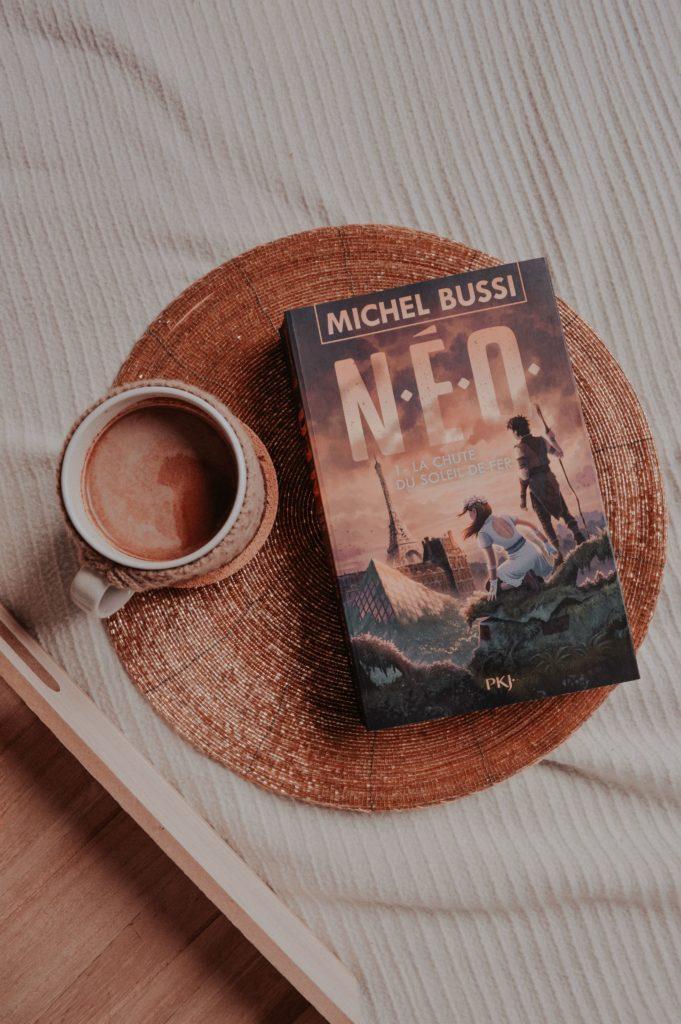 N.E.O : la chute du soleil de fer : Michel Bussi dernier livre